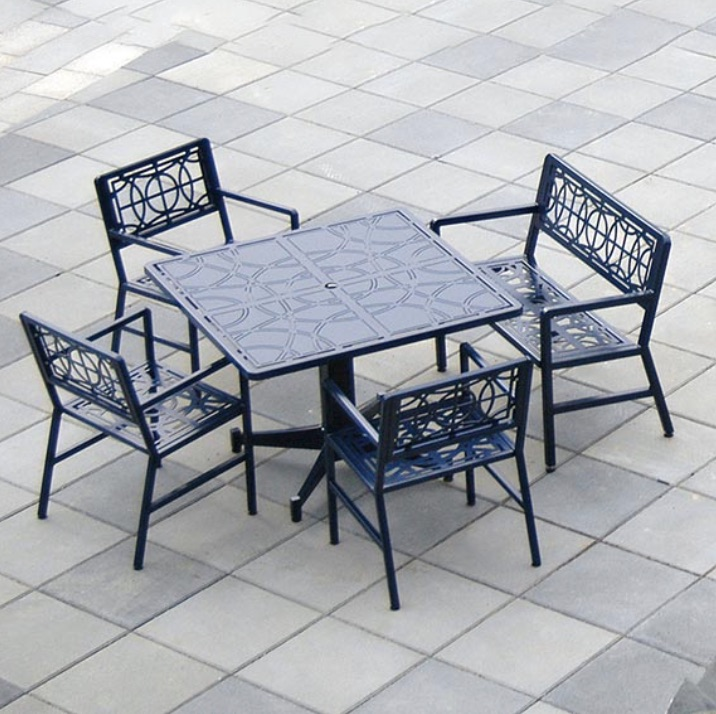 Outdoor Table | Filiagree